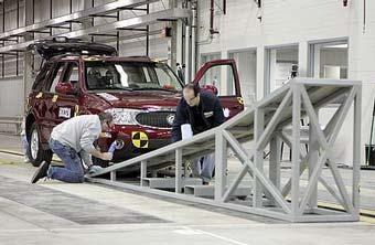 """В 2012 году все американские модели GM получат боковые """"шторки"""" безопасности"""