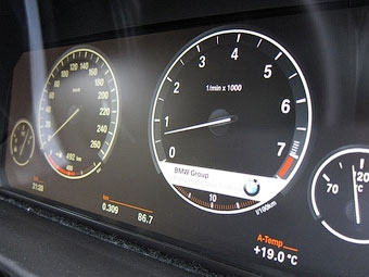 Новые BMW получат полностью электронную приборную панель