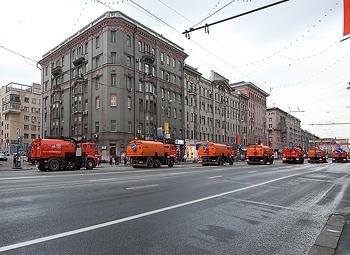 Московские дороги из-за жары начнут поливать чаще
