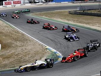 На старт первой гонки Формулы-Суперлига выйдут 14 пилотов