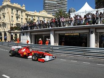 Фернандо Алонсо опередил конкурентов во второй тренировке в Монако