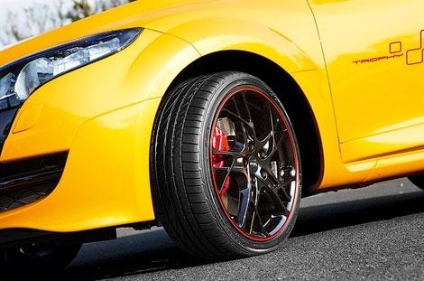 Представлена спецверсия хэтчбека Megane RS с двигателем, форсированным до 265 лошадиных сил. Фото 3