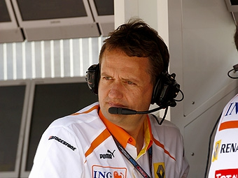 Команда Renault уволит спортивного директора