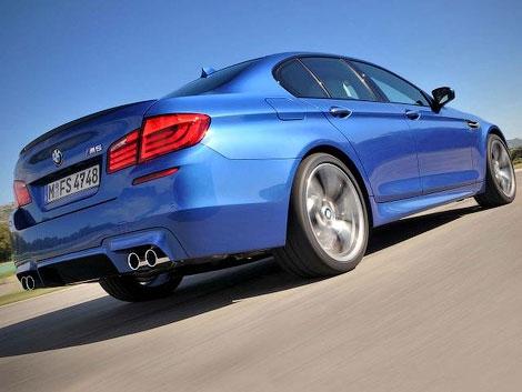 Немецкое издание AutoZeitung опубликовало первые фотографии серийного седана BMW M5 нового поколения. Фото 1