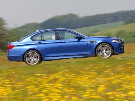 Немецкое издание AutoZeitung опубликовало первые фотографии серийного седана BMW M5 нового поколения. Фото 2