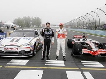 Хэмилтон поменялся машинами с чемпионом серии NASCAR