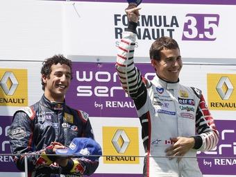 Викенс выиграл дождевую гонку Формулы-Renault 3.5 в Германии