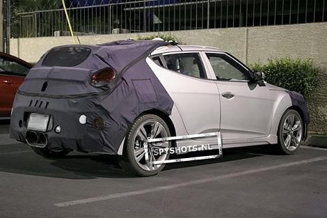 В интернете появились шпионские снимки хэтчбека Hyundai Veloster с 208-сильным турбированным двигателем. Фото 1