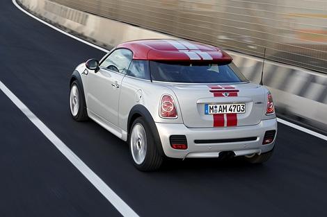 Компания MINI показала официальные фотографии нового купе