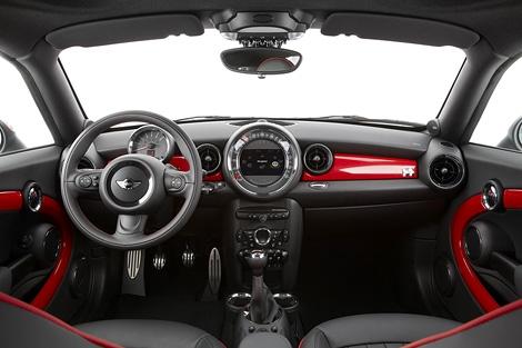 Компания MINI показала официальные фотографии нового купе. Фото 1