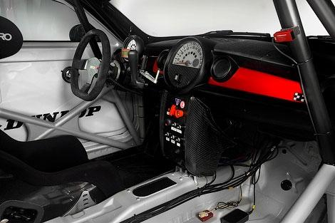 """Компания MINI представила гонончый вариант нового купе, которое примет участие в """"24 часах Нюрбургринга"""". Фото 1"""