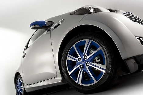 Aston Martin совместно с парижским домом моды colette разработали эксклюзивную малолитражку. Фото 3