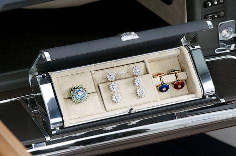 Rolls-Royce Phantom Drophead Coupe получил шкатулку с драгоценностями в перчаточном ящике. Фото 1