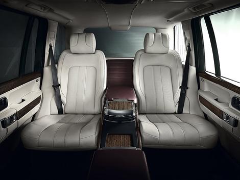 В августе на российском рынке начнутся продажи спецверсии Range Rover с эксклюзивной отделкой интерьера. Фото 1