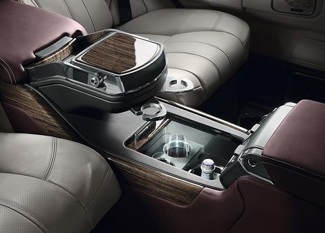 В августе на российском рынке начнутся продажи спецверсии Range Rover с эксклюзивной отделкой интерьера. Фото 2