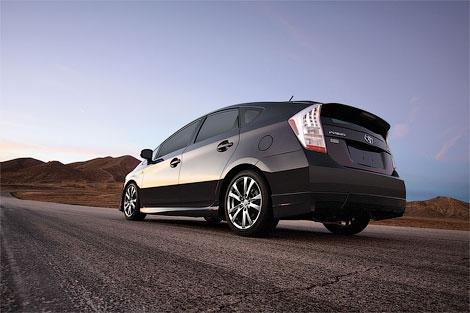 """Компания Toyota подготовила для """"Приуса"""" аэродинамический обвес кузова и заниженную подвеску. Фото 1"""