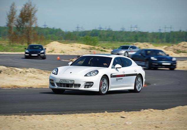 Ездим на Porsche по недостроенной трассе в Шушарах. Фото 3