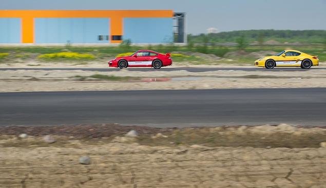Ездим на Porsche по недостроенной трассе в Шушарах. Фото 8
