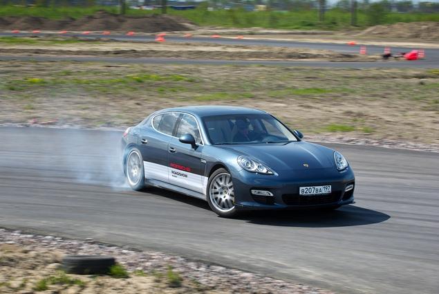 Ездим на Porsche по недостроенной трассе в Шушарах. Фото 9