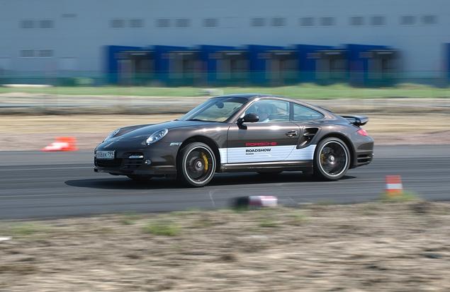 Ездим на Porsche по недостроенной трассе в Шушарах. Фото 10