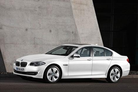 Компания BMW объявила о расширении гаммы двигателей для седана и универсала 5-Series. Фото 1