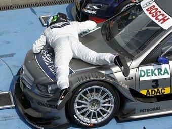 Бруно Спенглер выиграл сокращенную из-за дождя гонку DTM