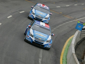 Хафф отобрал у Мюллера победу во второй гонке WTCC в Португалии