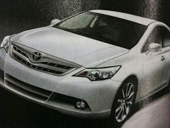 """В интернете рассекретили """"лицо"""" новой Toyota Camry"""