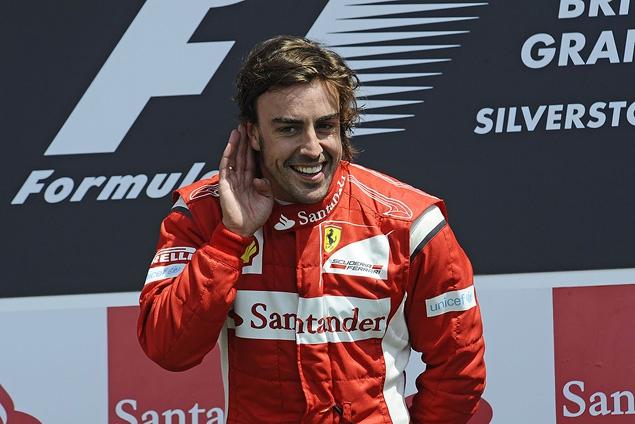 Фернандо Алонсо победил на легендарном Сильверстоуне. Фото 8