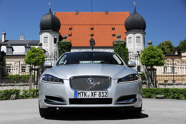 Тест-драйв обновленного Jaguar XF