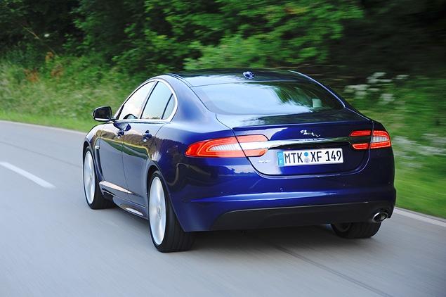 Тест-драйв обновленного Jaguar XF. Фото 7