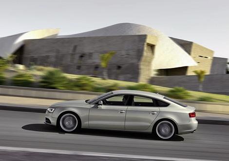 Компания Audi официально представила рестайлинговые автомобили семейства A5. Фото 5