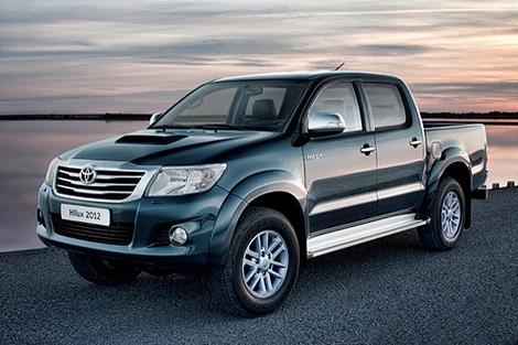 Пикап Toyota Hilux получил модернизированную внешность и интерьер