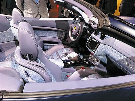 Компания Ferrari представила новую программу персонализации суперкаров, в помощью которой можно заказать эксклюзивную отделки салона и уникальное оформление экстерьера