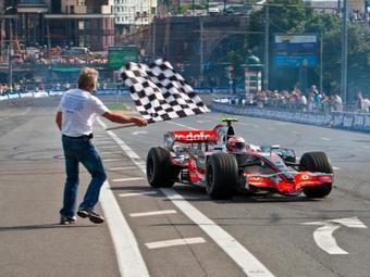 В центре Москвы состоялось гоночное шоу Moscow City Racing