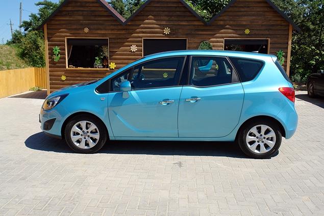 Распахиваем двери на новом Opel Meriva. Фото 2