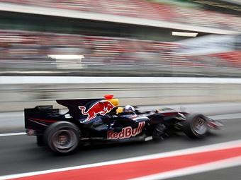 Болиды Формулы-1 заставят ездить по пит-лейну на электричестве