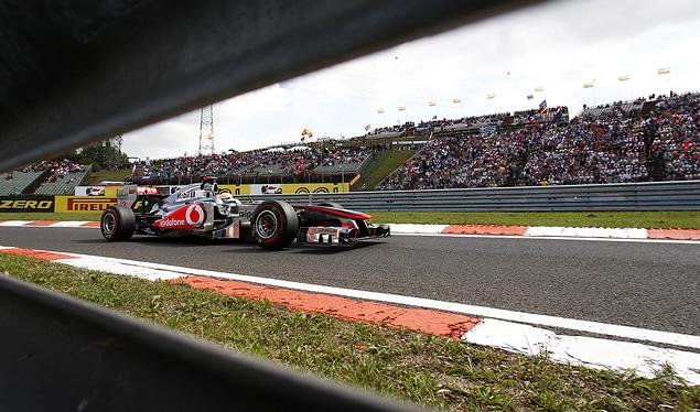 Дженсон Баттон выиграл еще одну дождевую гонку. Фото 3