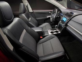 Появилось изображение интерьера новой Toyota Camry