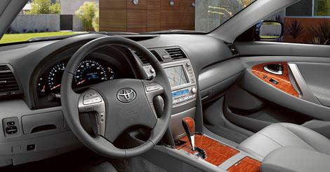 Компания Toyota опубликовала фотографию интерьера седана Camry нового поколения. Фото 1