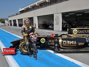 Испанская гонщица протестировала болид команды Renault