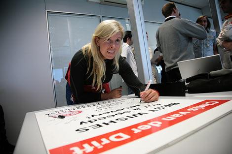 Испанка Мария де Виллота провела закрытые испытания позапрошлогоднего автомобиля команды Формулы-1 Renault
