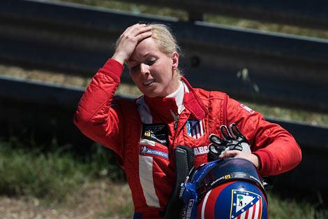 Испанка Мария де Виллота провела закрытые испытания позапрошлогоднего автомобиля команды Формулы-1 Renault. Фото 1