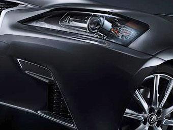 Компания Lexus показала первые фотографии новых версий седана GS