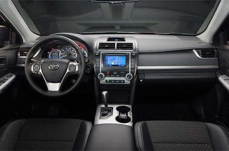 Седан Toyota Camry нового поколения получил новую внешность и модернизированные моторы. Фото 1