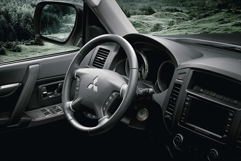 Рестайлинговый Mitsubishi Pajero получил обновленную внешность и отделку салона