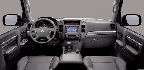 Рестайлинговый Mitsubishi Pajero получил обновленную внешность и отделку салона. Фото 3