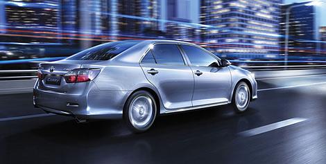 Российская версия нового седана Toyota Camry получила другой дизайн передней части кузова и новые задние фонари