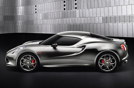 На моторшоу во Франкфурте компания Alfa Romeo представит модернизированную версию среднемоторного купе 4С