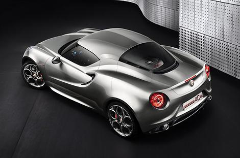 На моторшоу во Франкфурте компания Alfa Romeo представит модернизированную версию среднемоторного купе 4С. Фото 1